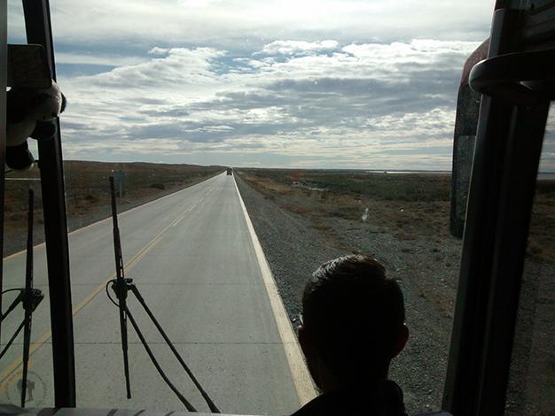 A dedo hacia Tierra del fuego en un autobús vacío