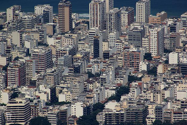 Contraste en Río de Janeiro - Ordenados edificios de clase media alta