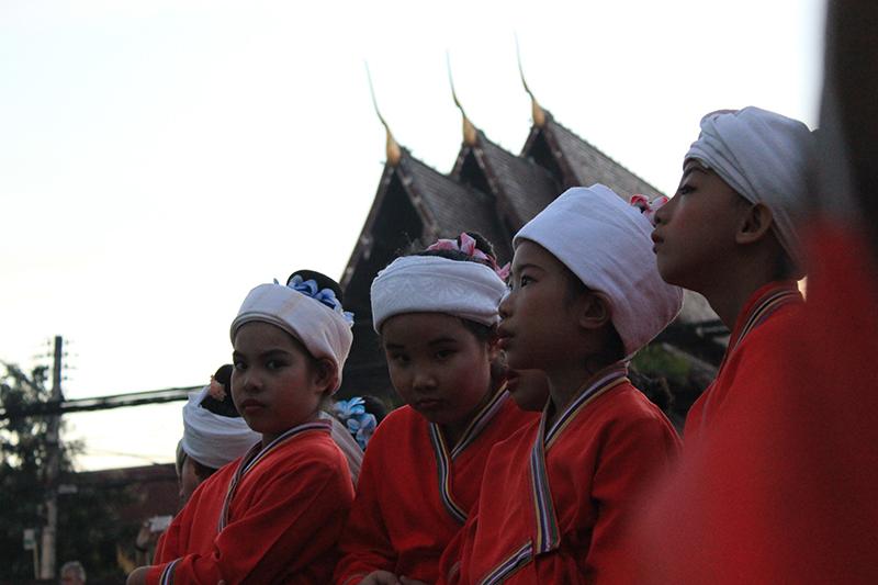 Baile tradicional de niñas tailandesas, Chiang Mai