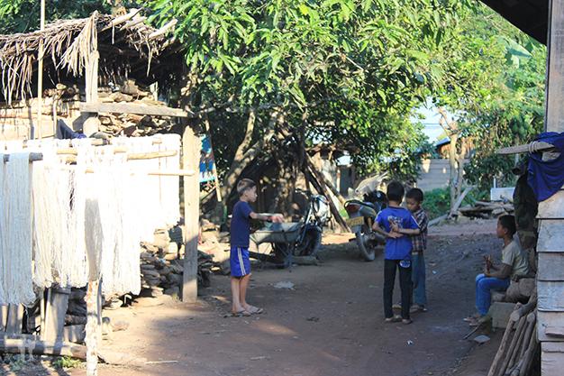 Niños jugando en una de las aldeas