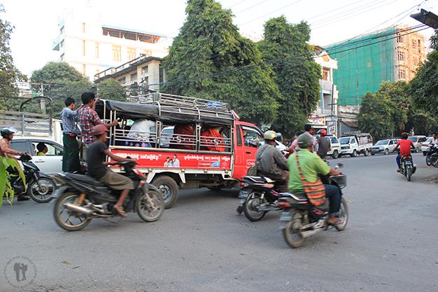 En moto por Mandalay