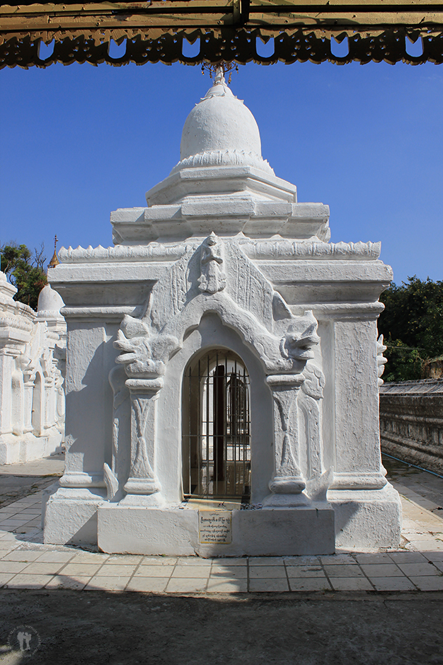 Losas que narran la Tripitaka