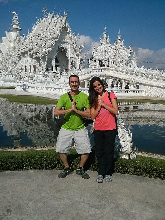 Templo blanco, wat Rong Khun cercano a Chiang Rai