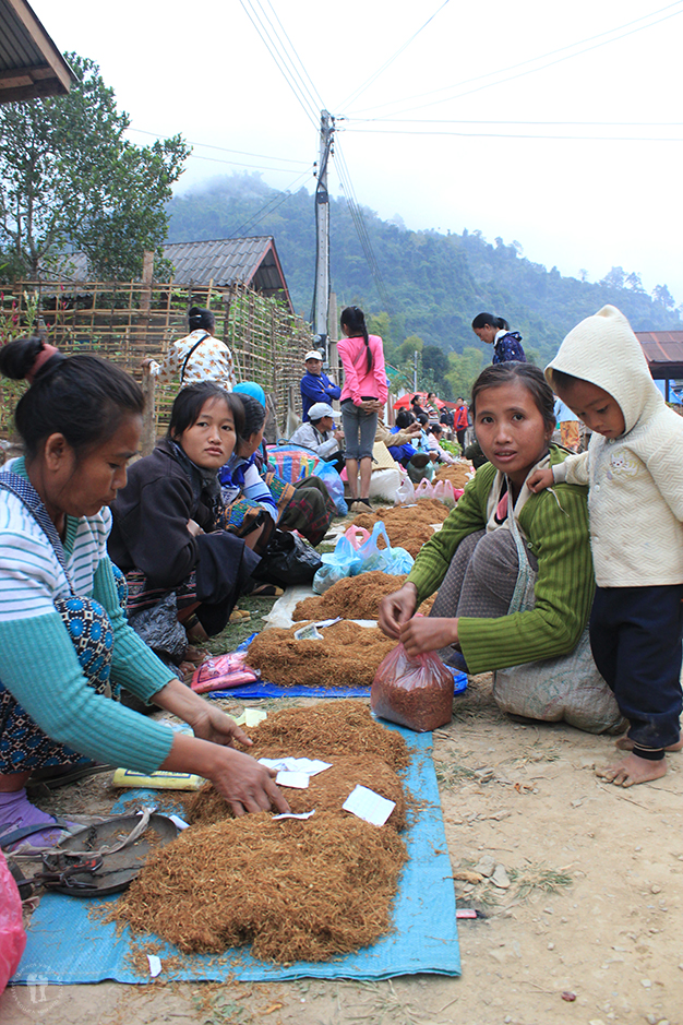 Venta de tabaco en Muang Ngoi Neua