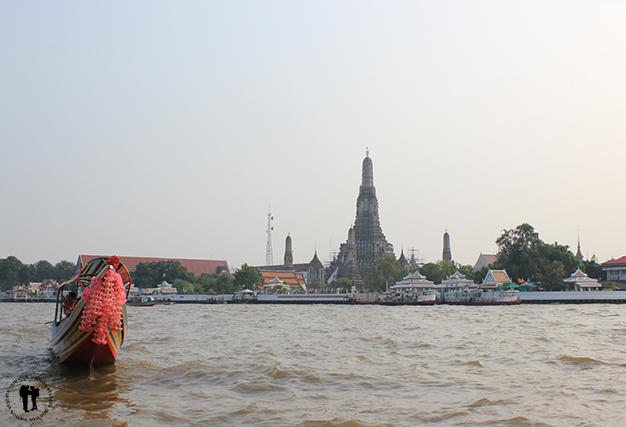Río Cha Phraya, al fondo Wat Arun