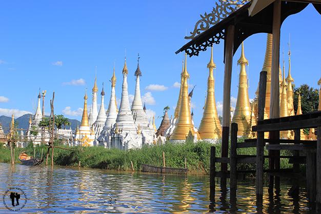 Templos a orillas del lago