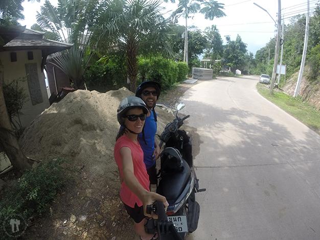 Paseando por la isla en motocicleta