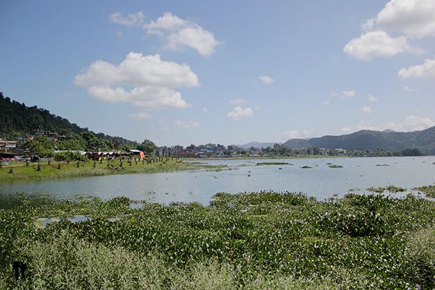 Phewa Lake, Pokhara, de camino a Sarangkot