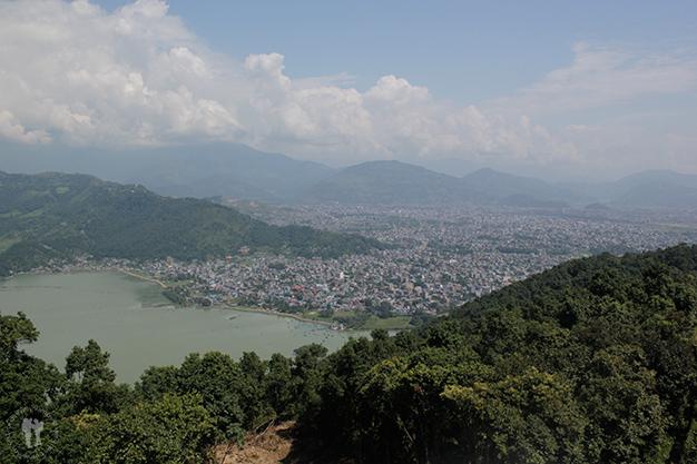 Vistas hacia Pokhara desde la pagoda