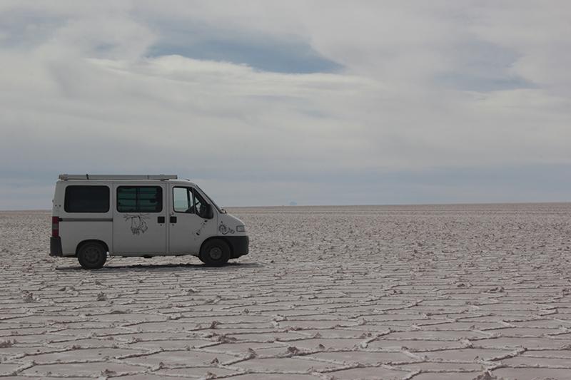 En furgo por el Salar de Uyuni
