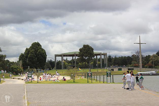 Niños de excursión en el parque Simón Bolívar