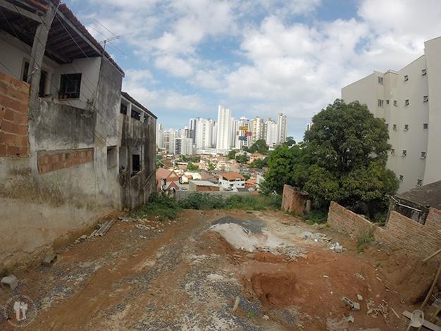 Vistas desde la favela Candeal hacía los edificios más lujosos del barrio