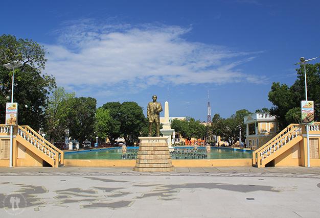 Plaza Rizal, con la estatua del héroe nacional