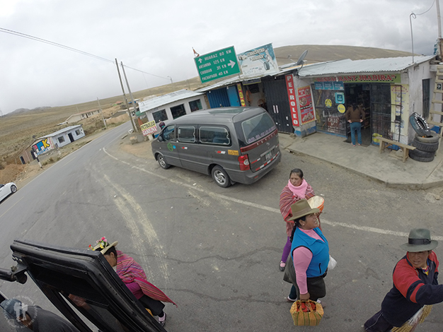 Vendedoras aprovechando los parones del autobús