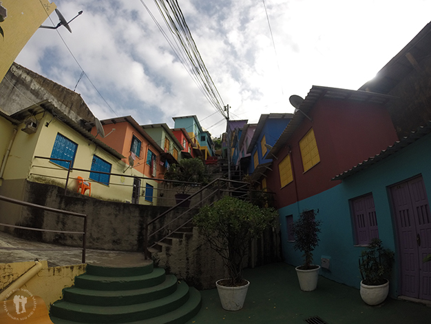 Parte colorida de la favela Candeal