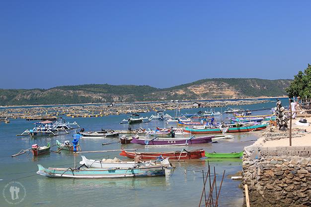 Barcas en un poblado del Sur de la isla
