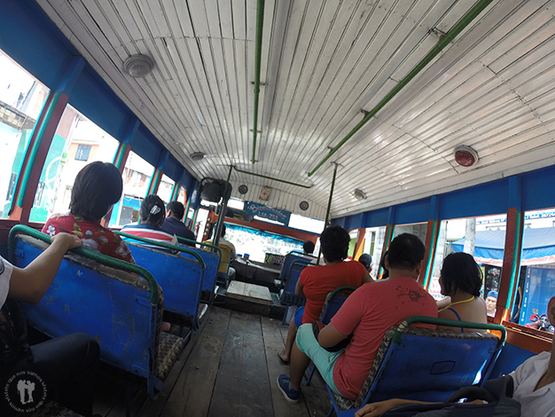 Baratos autobuses de madera