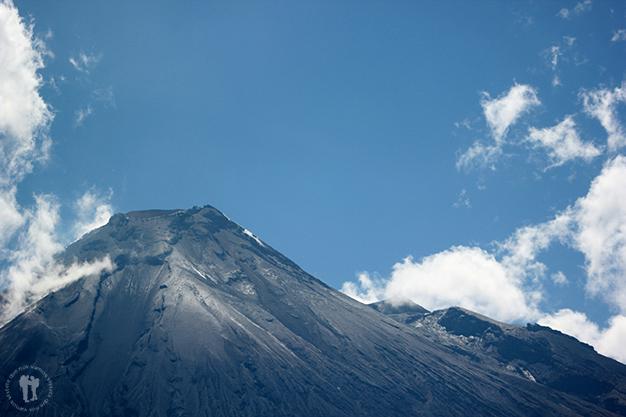 Zoom hacía el cráter. Ríos de lava y ceniza sedimentados