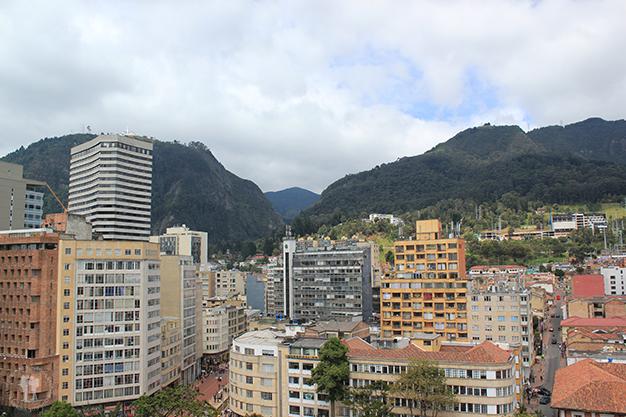 Bogotá defendida por altas montañas