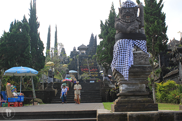 Figuras protectoras del templo