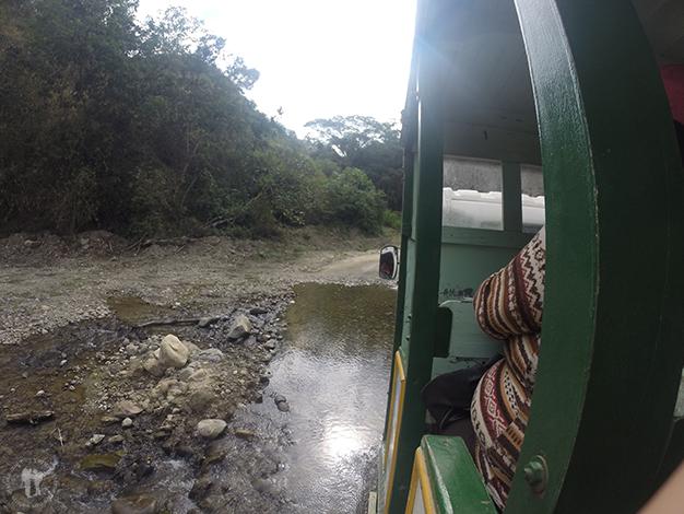 Pasando por ríos, lo que hay que hacer para cruzar una frontera...