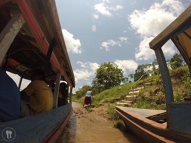La barca, transporte habitual en la selva