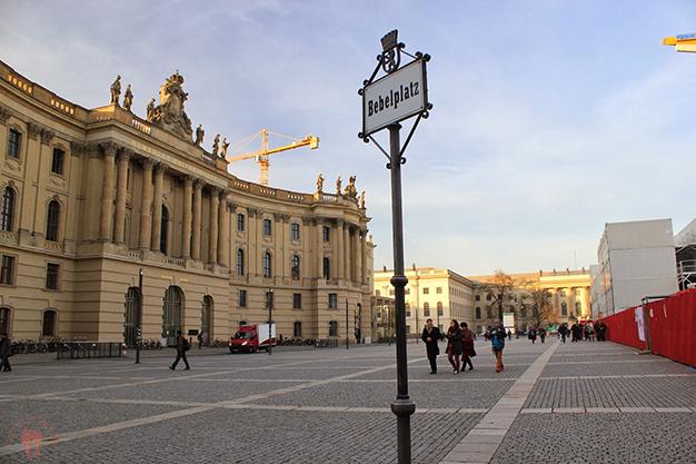Bebelplatz, lugar donde se encuentra el memorial de la quema de libros