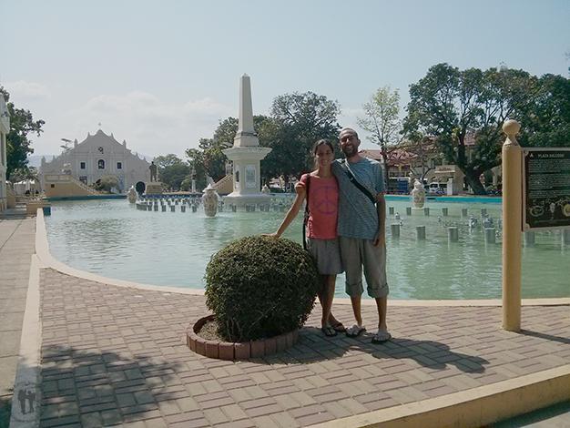 Los dos en la plaza Rizal