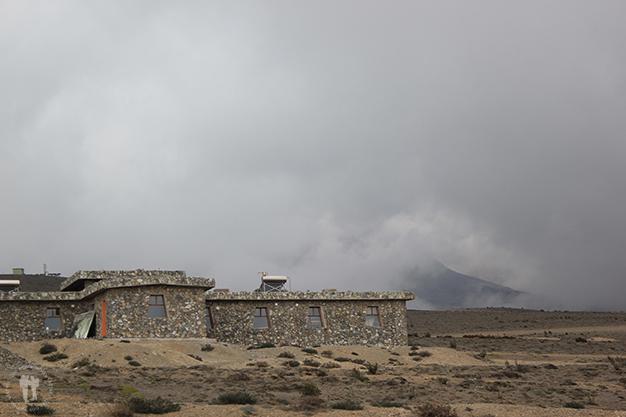 Entrada al Parque Nacional, con el volcán Chimborazo tapado