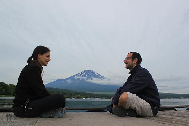 Auto-retrato con el monte Fuji de fondo