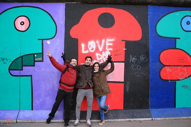 Con Oriol en el Muro de Berlín