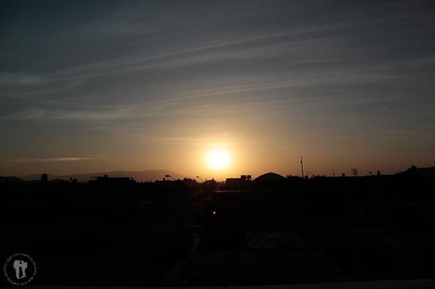 Viendo caer el sol desde casa de nuestro anfitrión