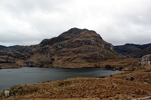 Laguna Toreadora con la cima del Cerro de San Luis