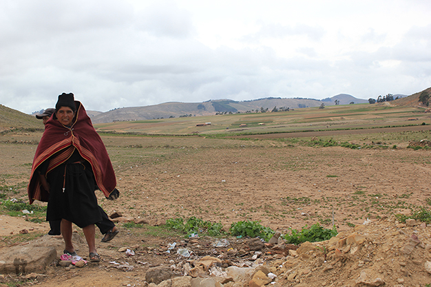 Mujer cerca del mercado de Tarabuco
