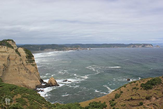 Acantilados, el océano Pacifico pega con fuerza