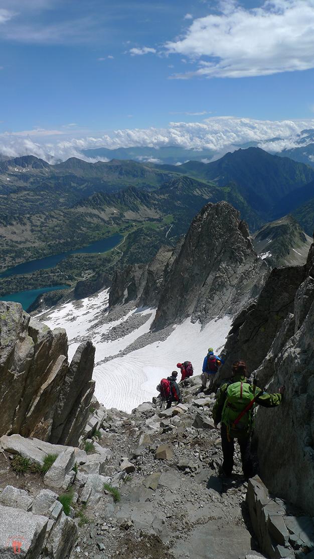 Bajando la chimenea hacía el glaciar de Ramougn