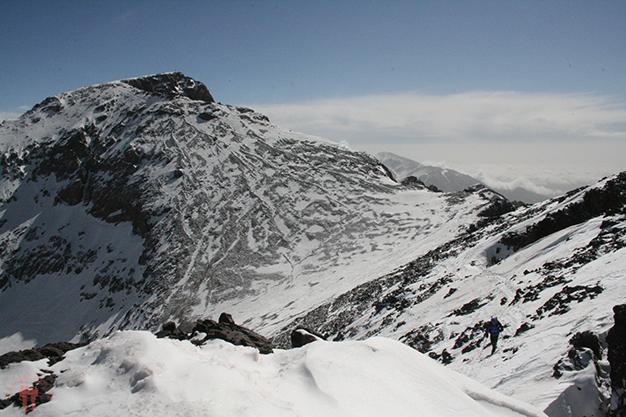 Pasado el collado subiendo a la cima del Toubkal W 4030m