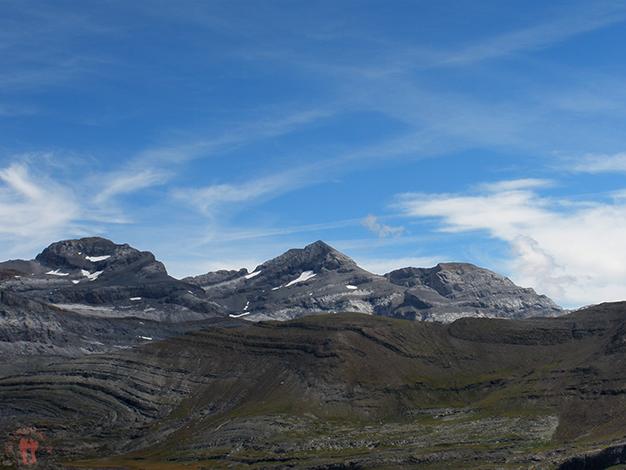 Las tres Sorores. De izquierda a derecha: Cilindro de Marbore, Monte Perdido y Pico de Añisclo (o Soum de Ramond)