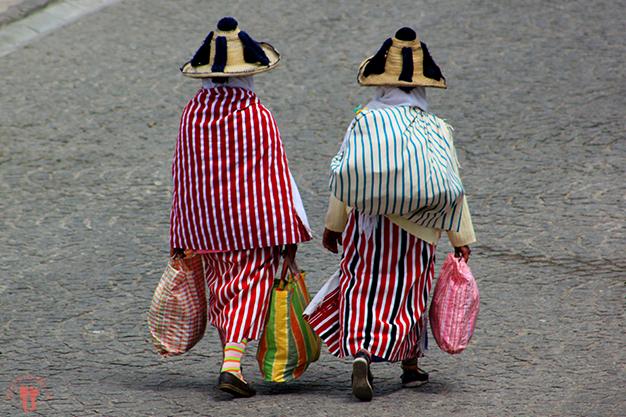 Mujeres del Rif con sus vestimenta tradicional, incluido el sombrero rifeño
