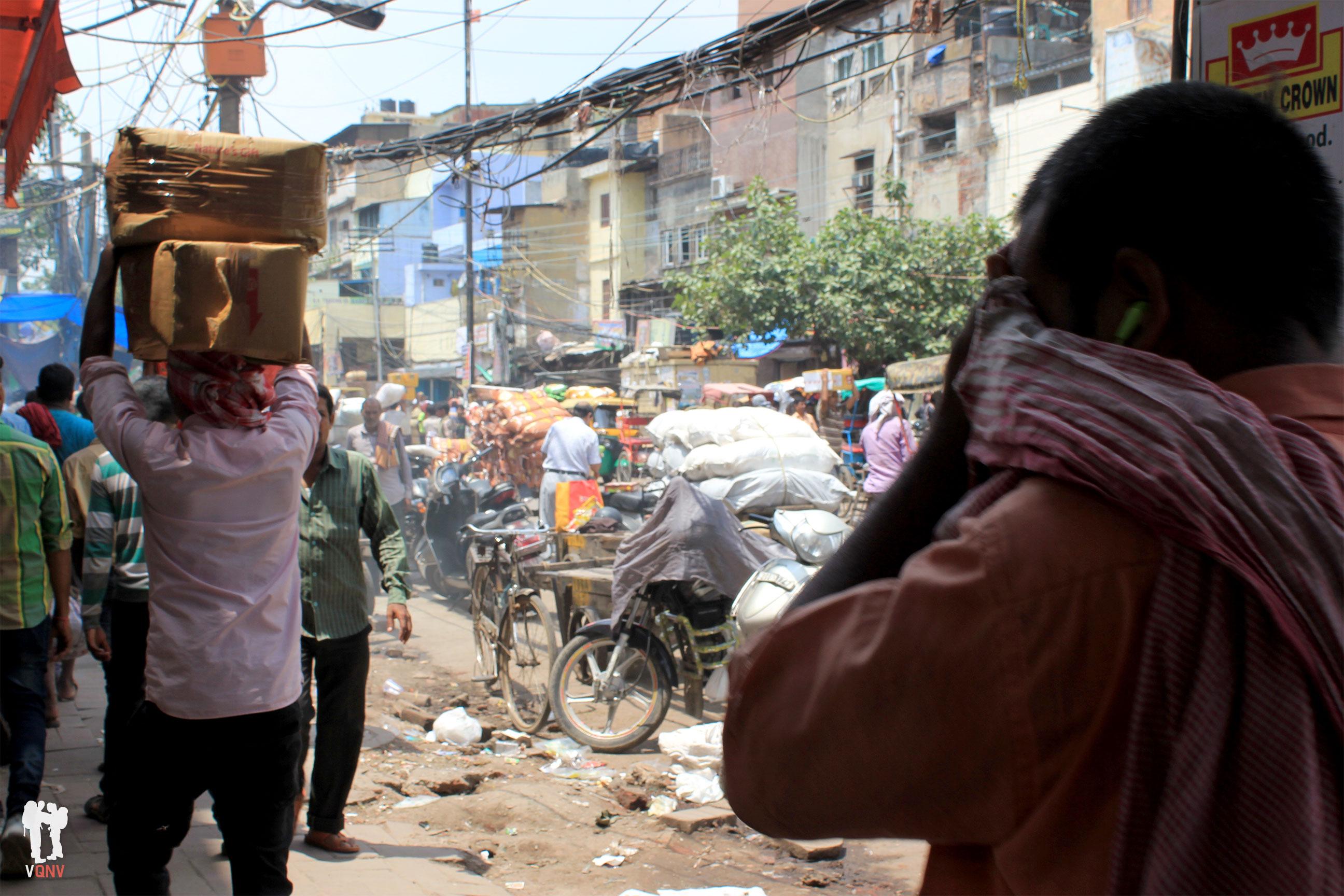 Calle ajetreada en Chandni Chowk