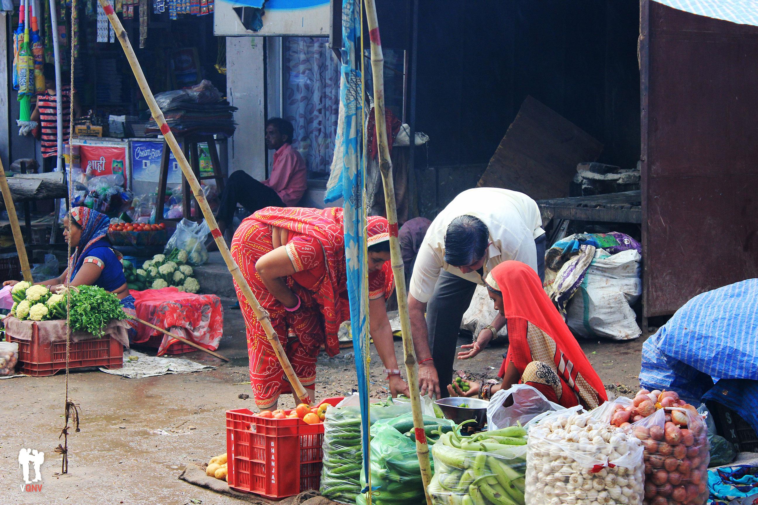 Comprando verduras en Bundi