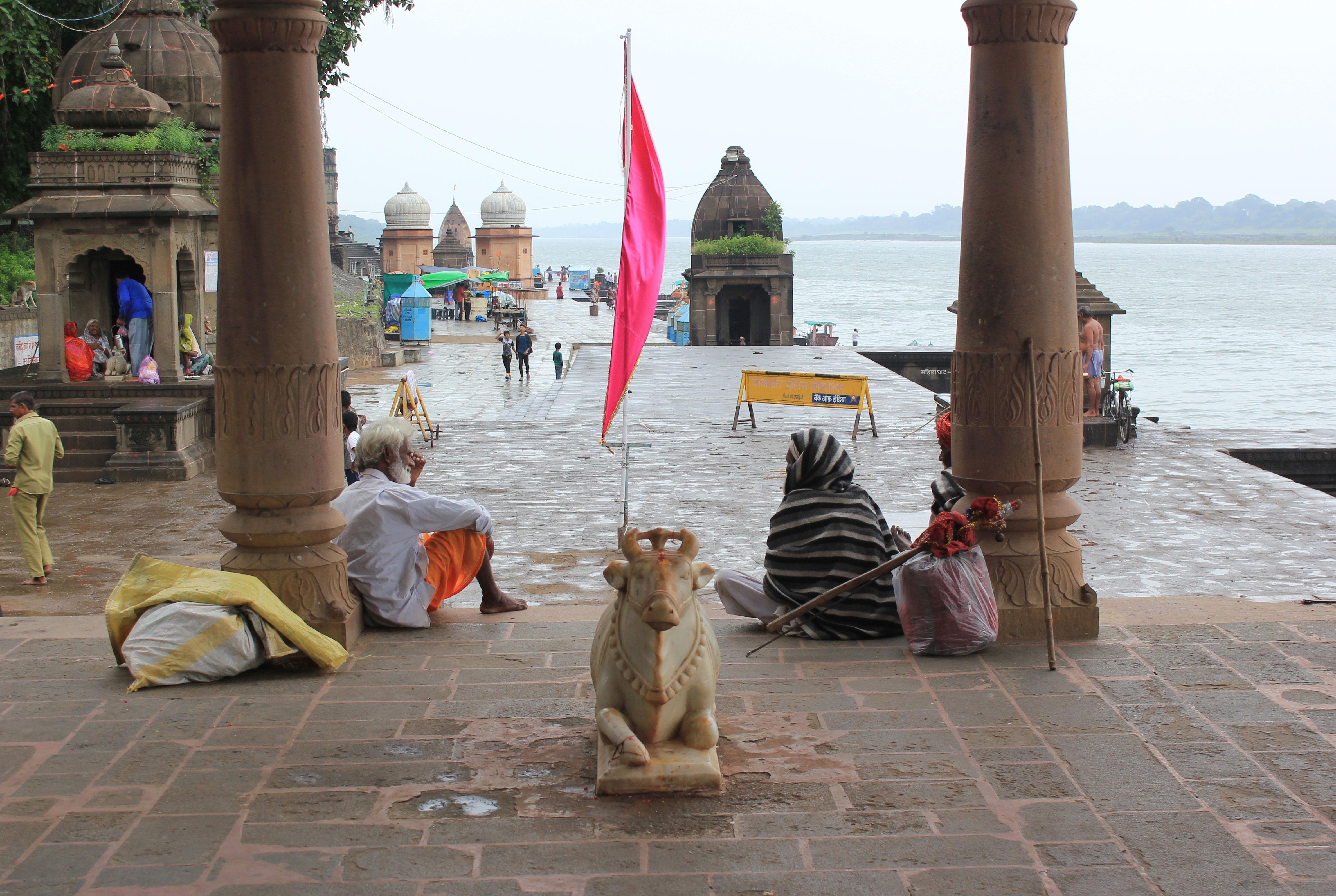 Ghats a orillas del río Narmada en Maheshwar