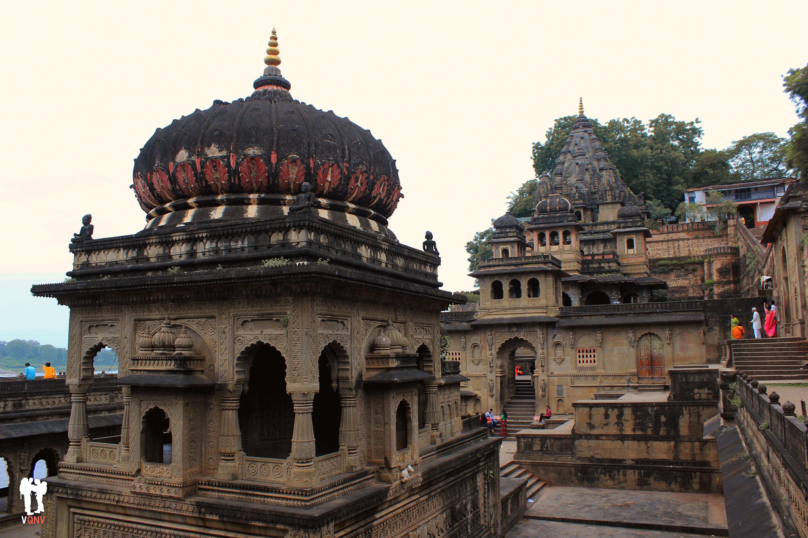 Templos dentro de la muralla cercanos al palacio