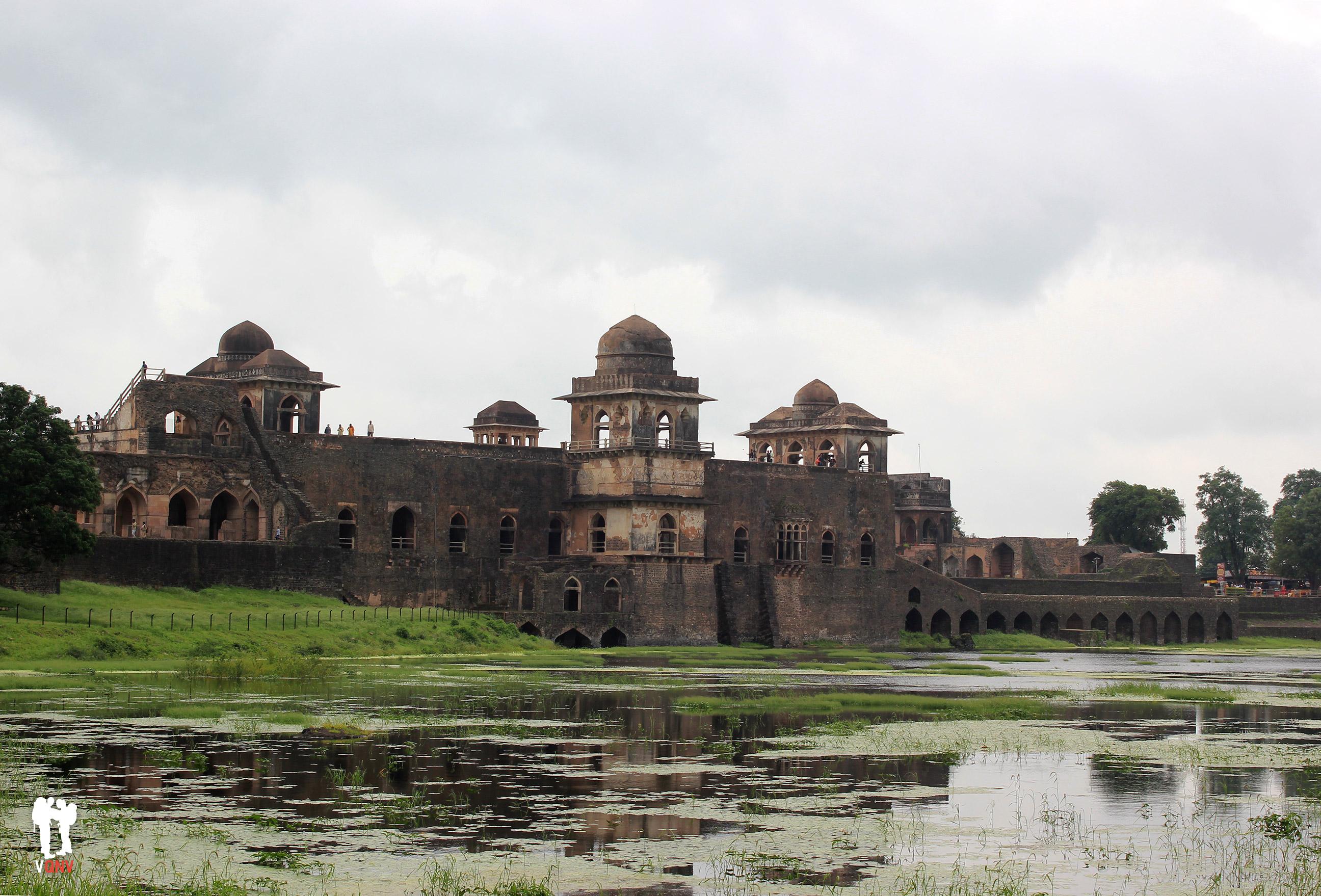 Jahaz Mahal en su apariencia de barco