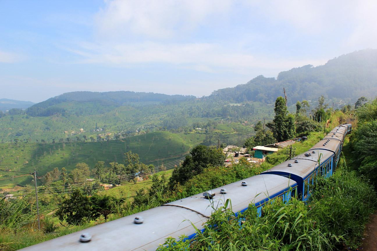 Tren saliendo de Haputale