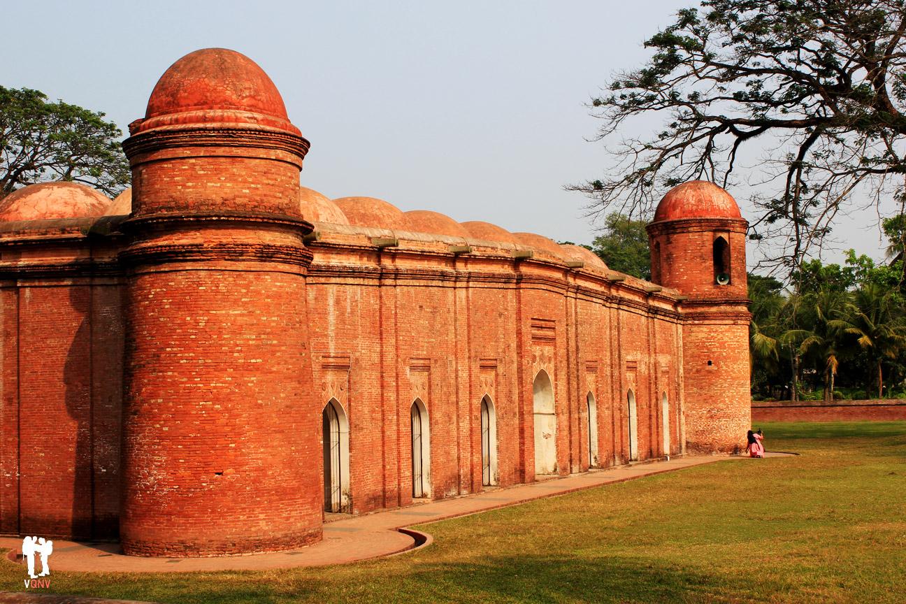 Mezquita de los sesenta pilares I