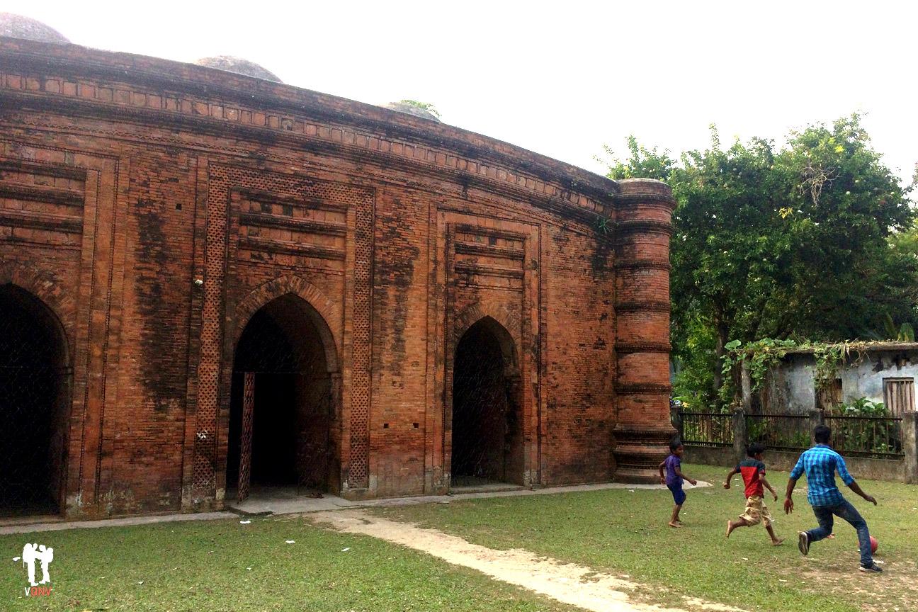 Mezquita de las nueve cúpulas (Nine Dome Mosque)