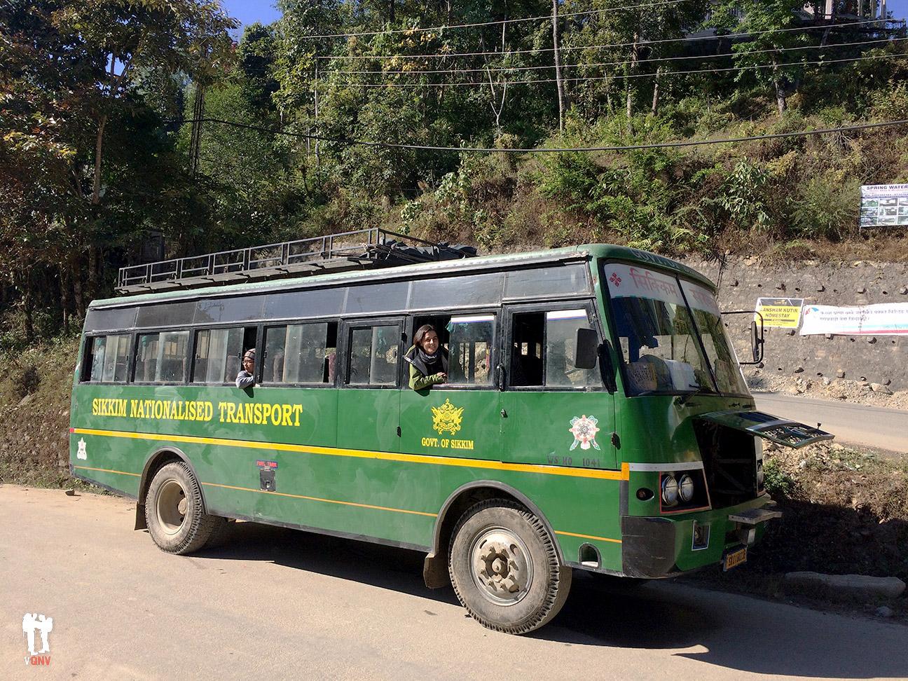 Autobús del Sikkim enfriando motor