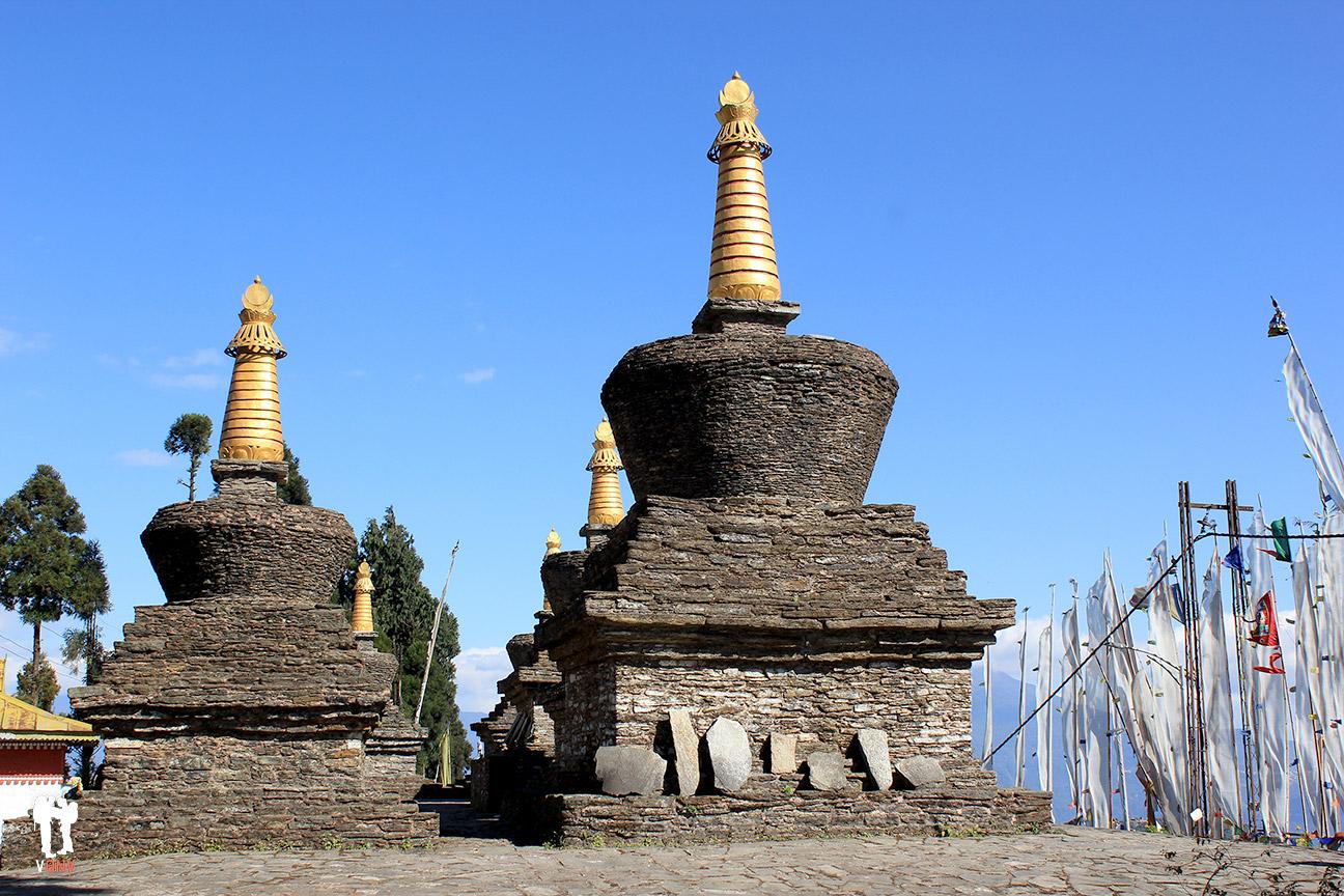 Estupas del monasterio de Sanga Choeling