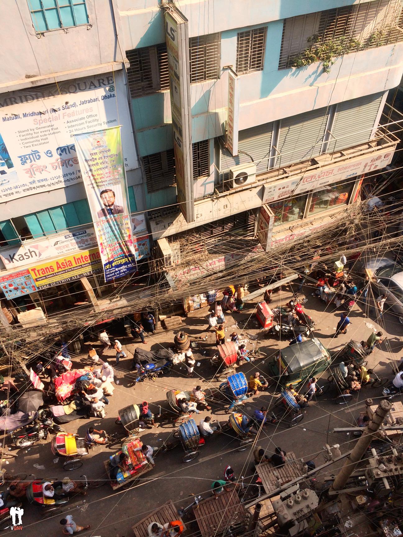 Vista de pajaro de una caravana de rickshaws
